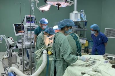 phẫu thuật thành công ca thai ngoài tử cung vỡ